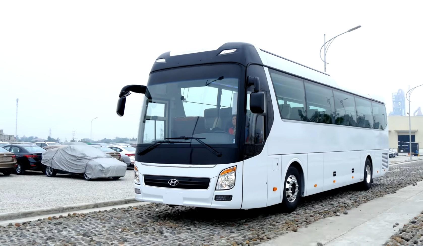 xe-hyundai-thanh-cong-47-cho-ngoi