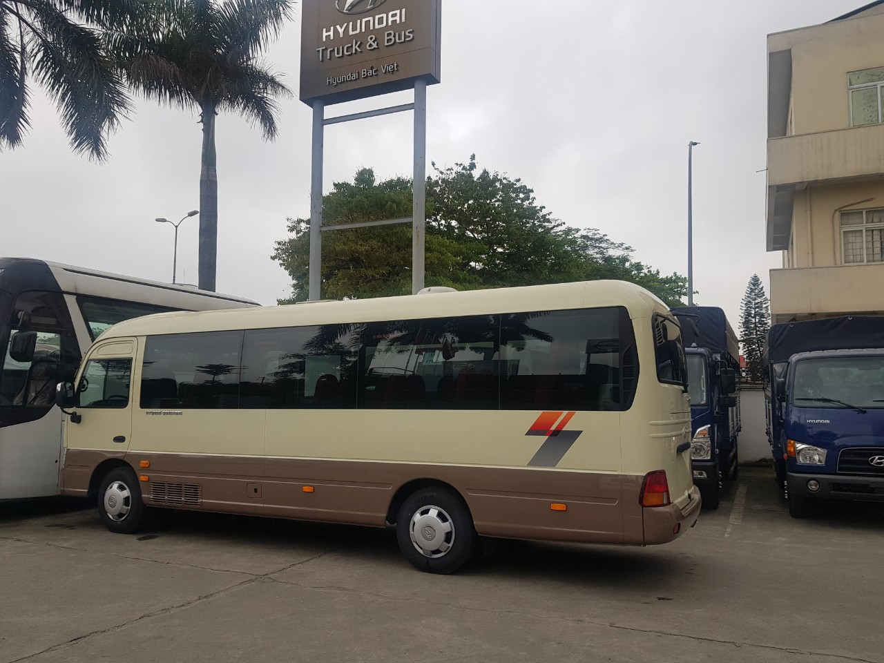 xe khách 29 chỗ tracomeco 2021